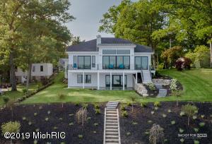 610 Lawn Avenue, Holland, MI 49424
