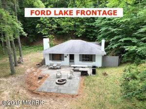 5420 N Lake Road, Fountain, MI 49410