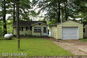 4595 Hunters Trail, Six Lakes, MI 48886
