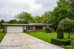 2540 Bristolwood Drive NW, Grand Rapids, MI 49544