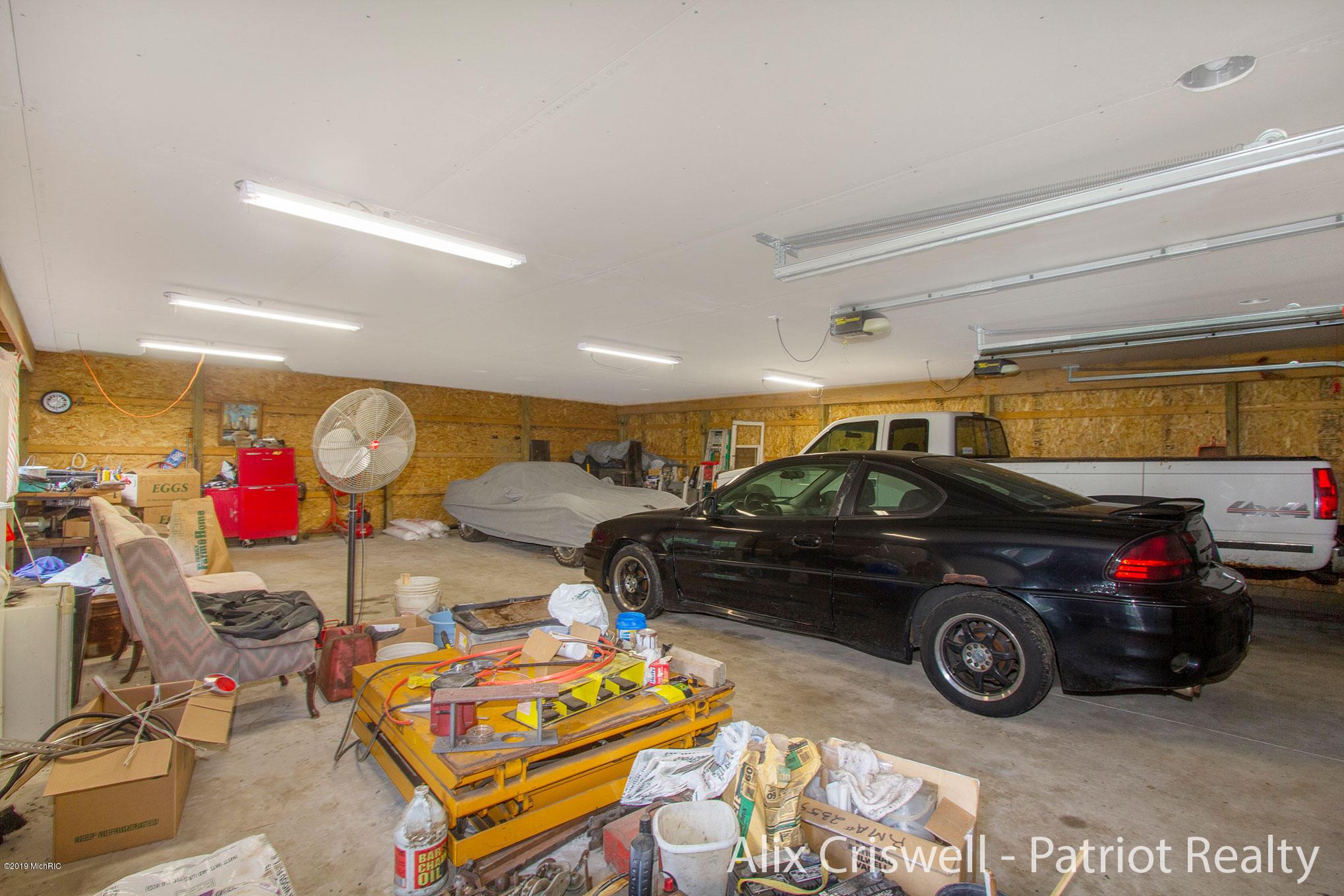 6079 126th Garage Main Level -9806