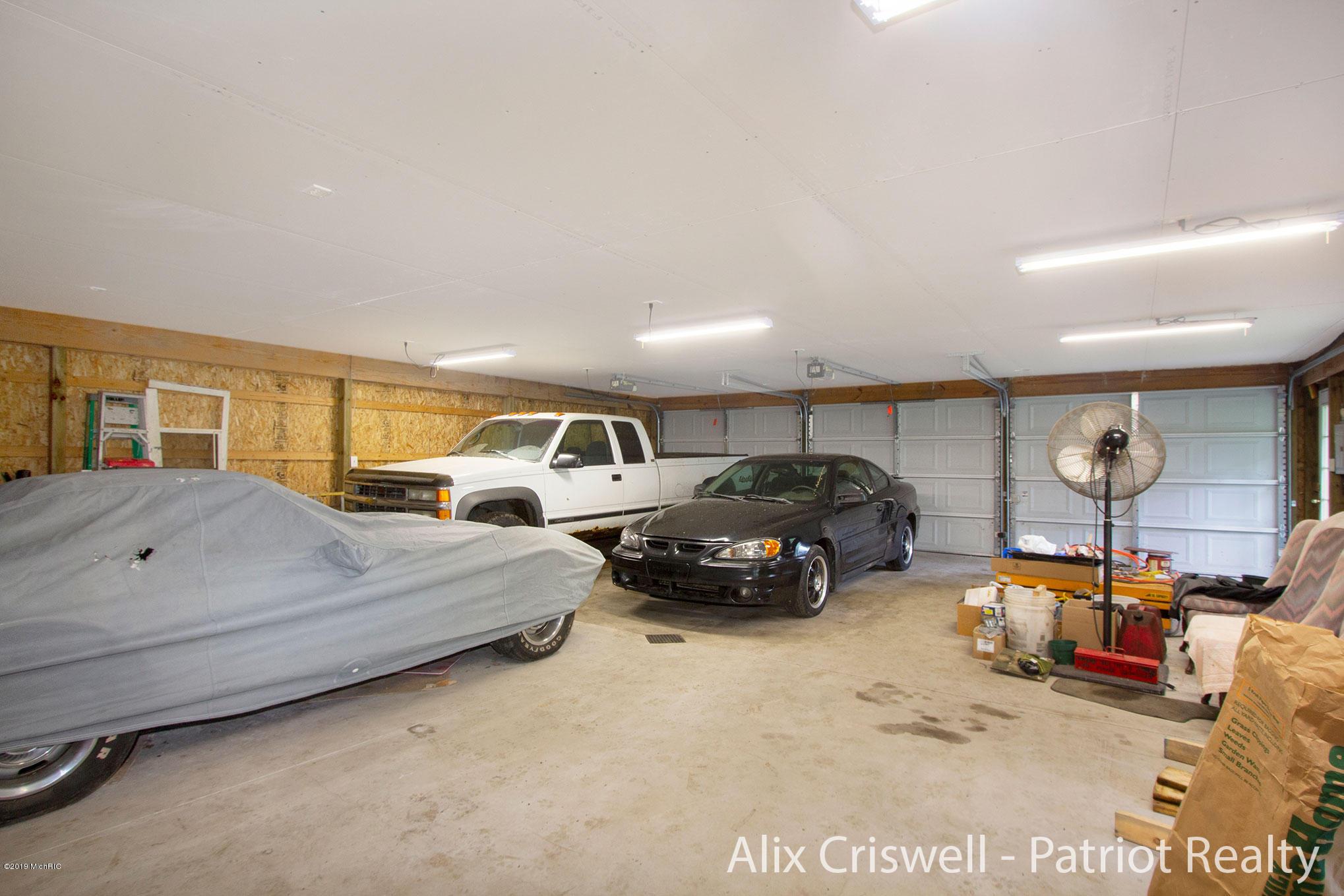 6079 126th Garage Main Level -9814