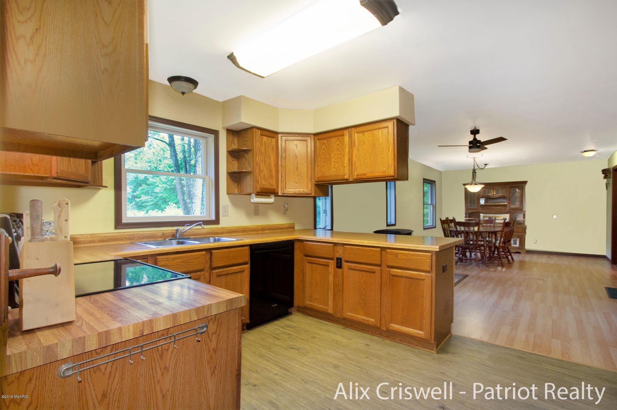 6079 126th Kitchen -9757