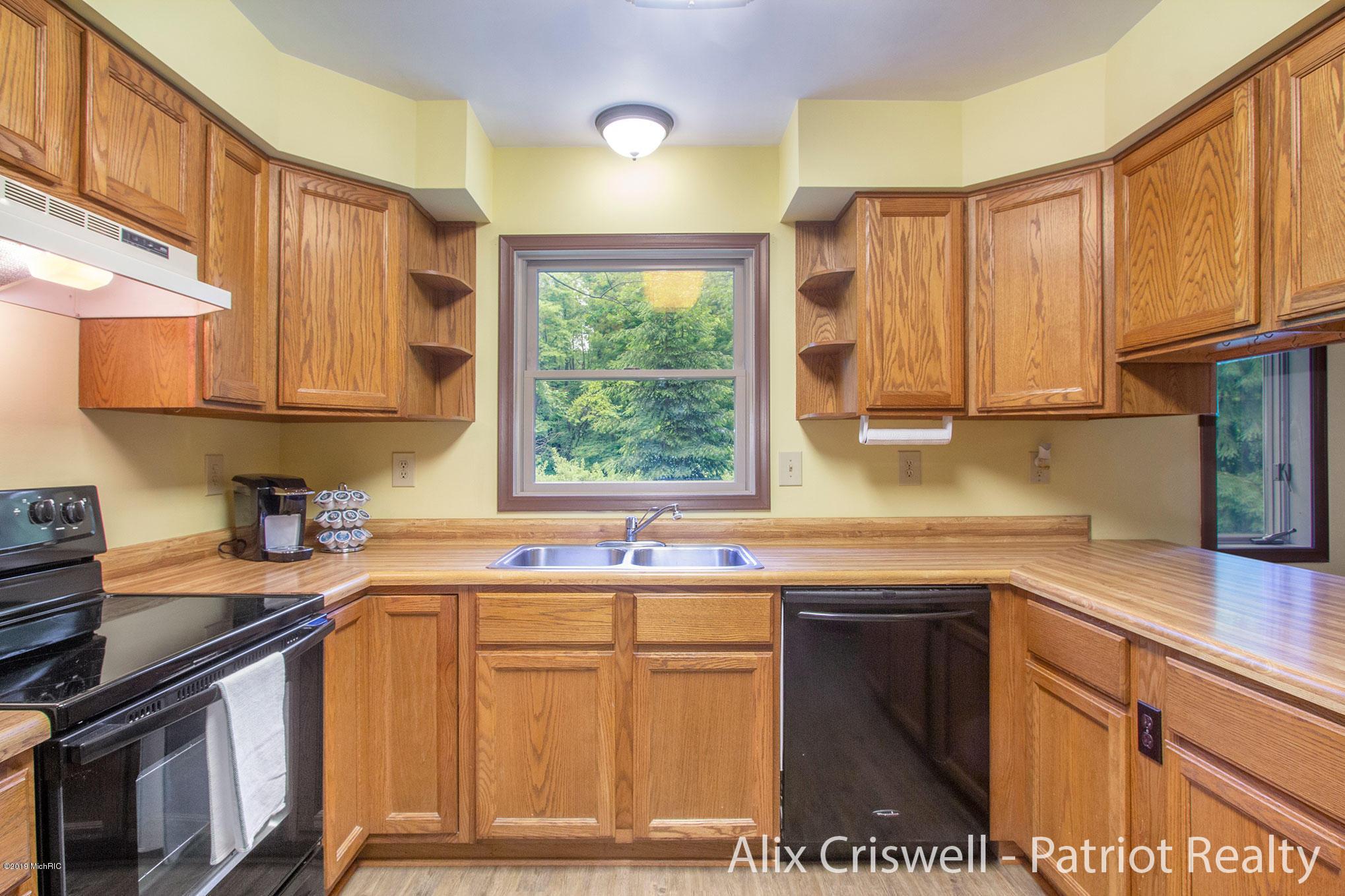 6079 126th Kitchen -9759