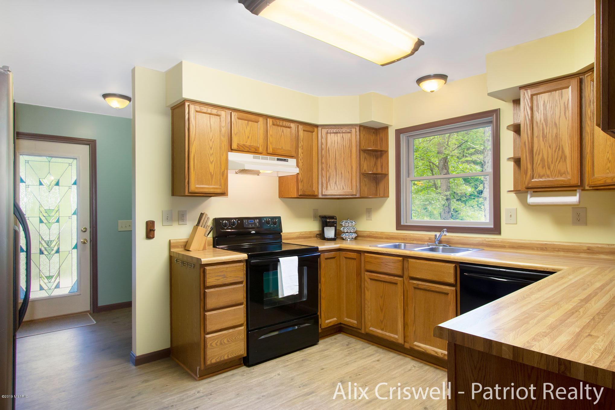6079 126th Kitchen -9762