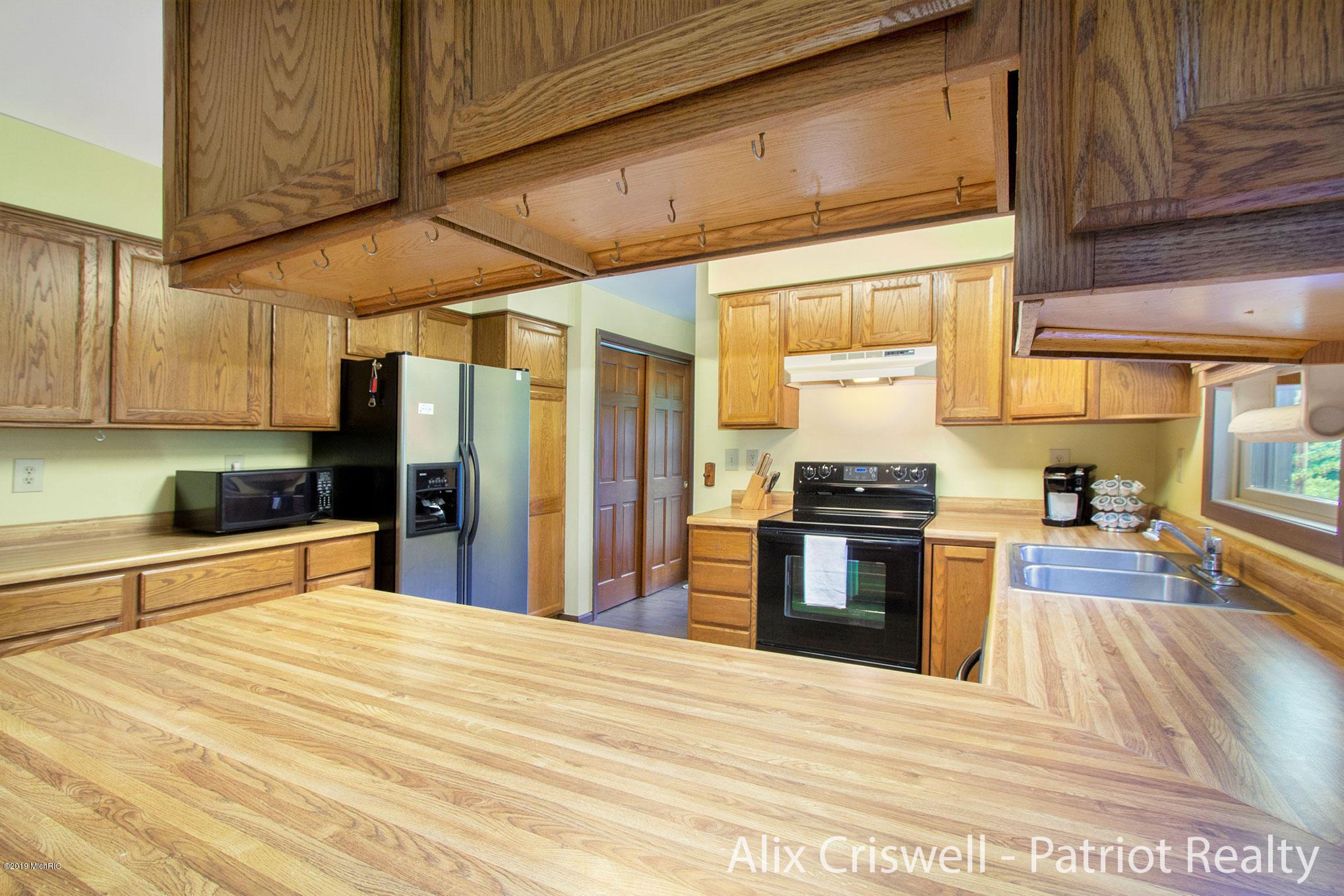 6079 126th Kitchen -9764