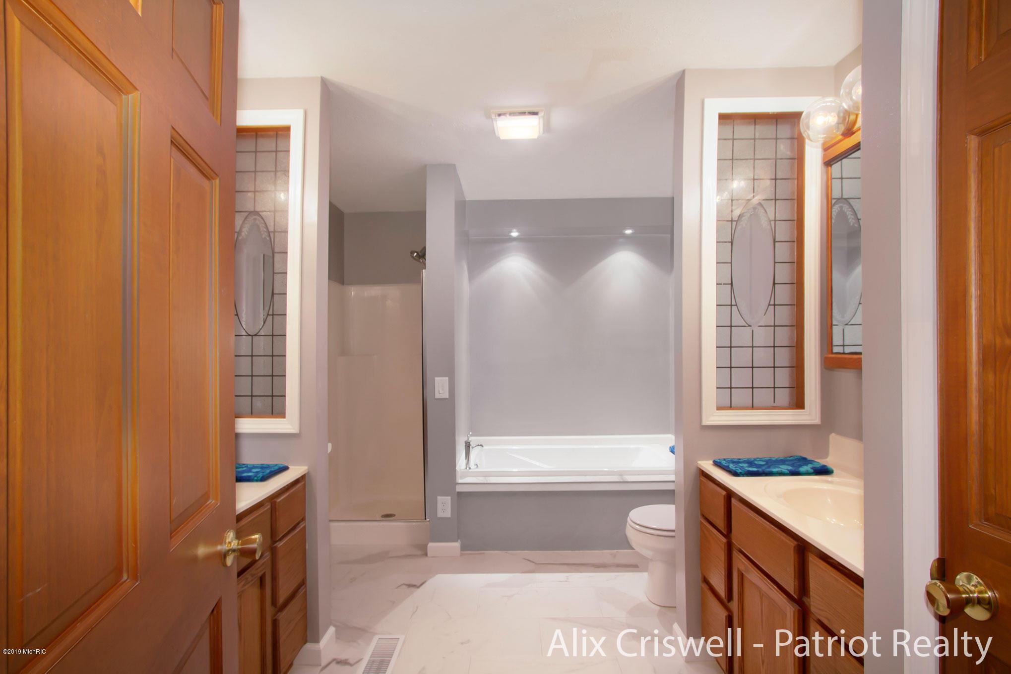 6079 126th Master Bathroom -9785