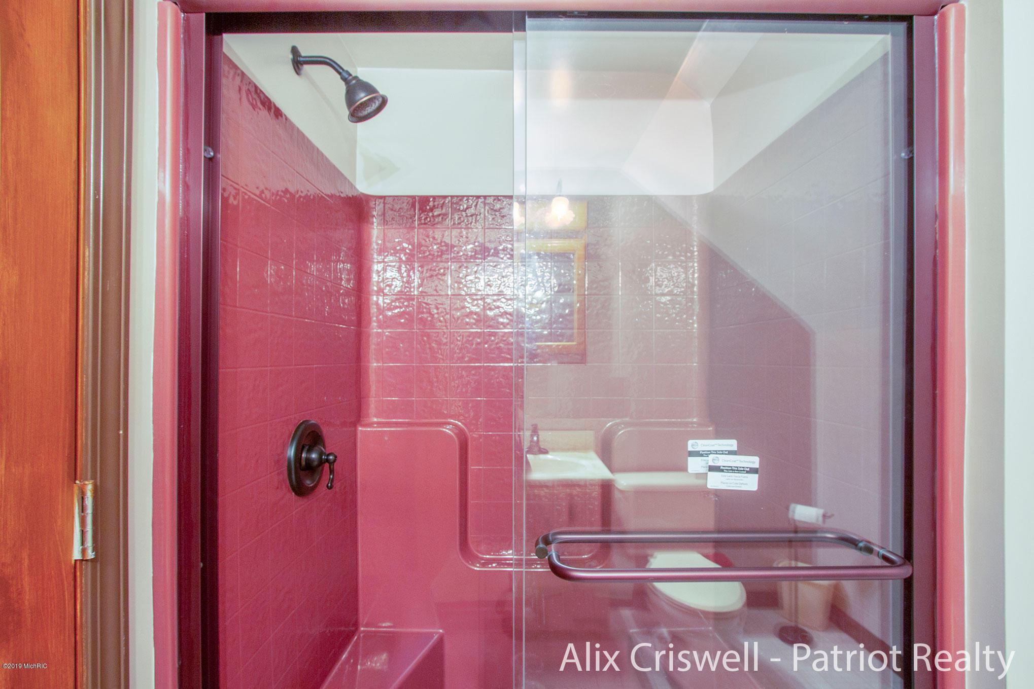 6079 126th Upper Full Bathroom -9738