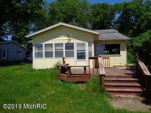 2278 N East Lake Road, Hopkins, MI 49328