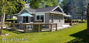 121 N Coolidge Drive, Six Lakes, MI 48886
