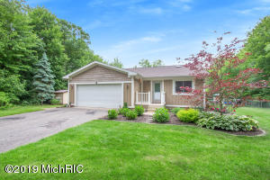 6068 Pickerel Drive NE, Rockford, MI 49341