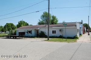 196 W W Main Street, Mecosta, MI 49332