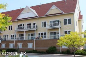 917 W Savidge Street 33, Spring Lake, MI 49456