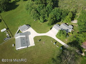 3095 N Cove Road, Reading, MI 49274