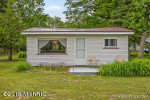 5760 Keeney Drive, Six Lakes, MI 48886