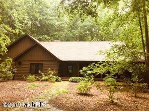 31 Camp Madron Road, Buchanan, MI 49107