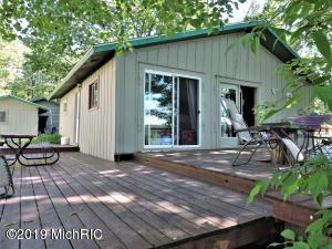 10073 Lake Shore Drive, Chippewa Lake, MI 49320