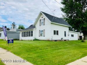 117 W Cross Street, Clarksville, MI 48815