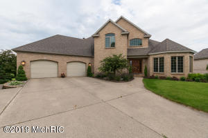 8682 Wallinwood Farms Drive, Jenison, MI 49428
