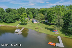 1286 S Blossom Lake Drive, Colon, MI 49040