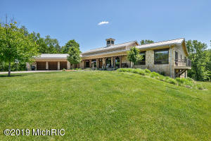6401 Summer Meadows Drive NE, Rockford, MI 49341