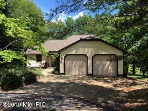 9321 W Circle Drive, Canadian Lakes, MI 49346