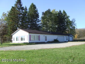 2272 W Houghton Lake Road, Lake City, MI 49651