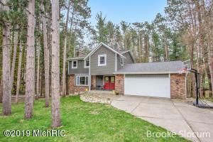 7962 Pine Hollow Drive SE, Alto, MI 49302