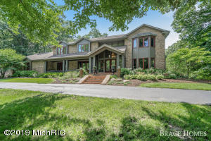 1682 Hillsboro Avenue SE, Grand Rapids, MI 49546