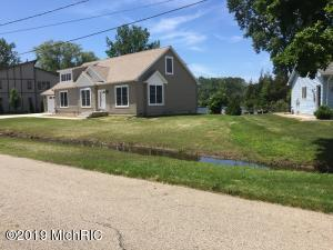 17751 170th Avenue, Ferrysburg, MI 49409