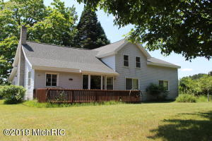 251 E Conrad Road, Scottville, MI 49454