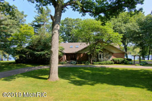 15229 Lake Avenue, Grand Haven, MI 49417