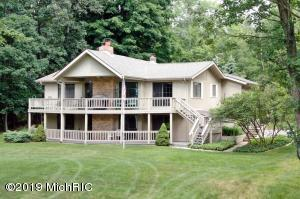 9301 W Circle Drive, Canadian Lakes, MI 49346