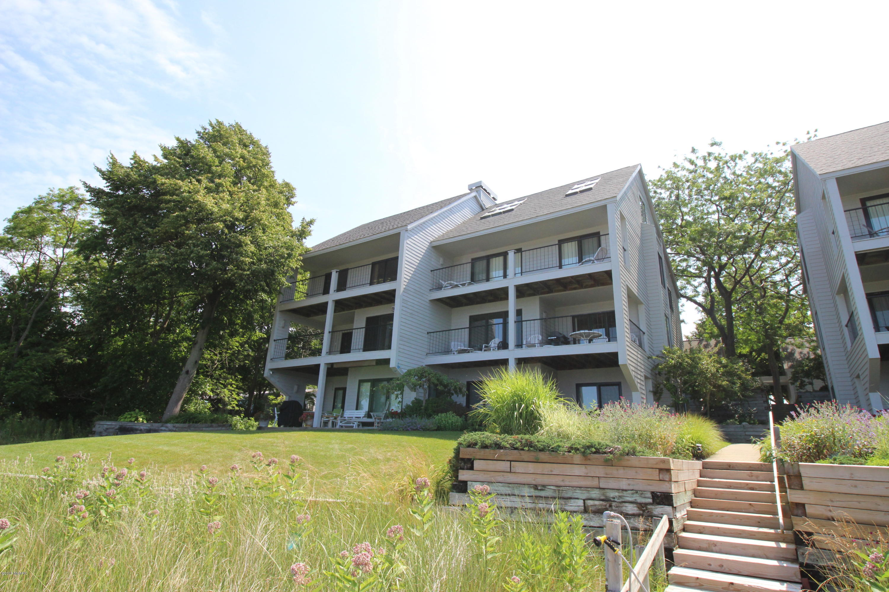 Lakefront Condos For Sale– Lake Homes by Michigan Lifestyle