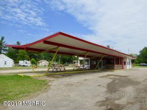 829 Lakeshore Drive, Lake City, MI 49651