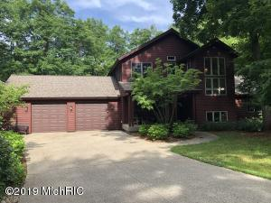 975 Ridgeview Lane, Saugatuck, MI 49453
