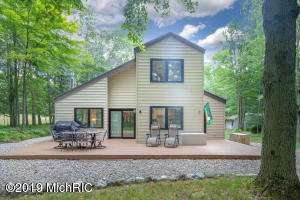 9890 Center Lane, Canadian Lakes, MI 49346