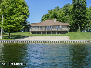 10463 E Royal Road, Canadian Lakes, MI 49346