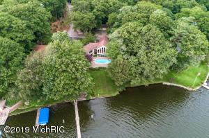 2925 Willis Drive, Spring Lake, MI 49456