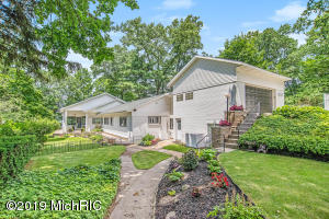 17735 Oakwood Drive, Spring Lake, MI 49456