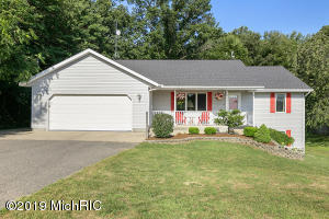 17615 Peach Ridge Avenue NW, Kent City, MI 49330