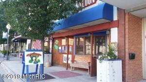 18 N Elm Street, Three Oaks, MI 49128