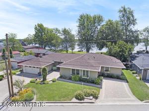 696 Lakeview Drive, Lake Odessa, MI 48849