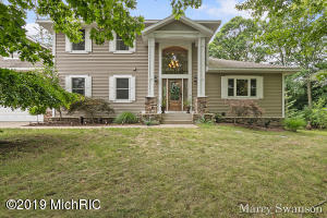 10475 Country Trail Court NW, Grand Rapids, MI 49534