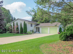 19722 Dogwood Drive, New Buffalo, MI 49117