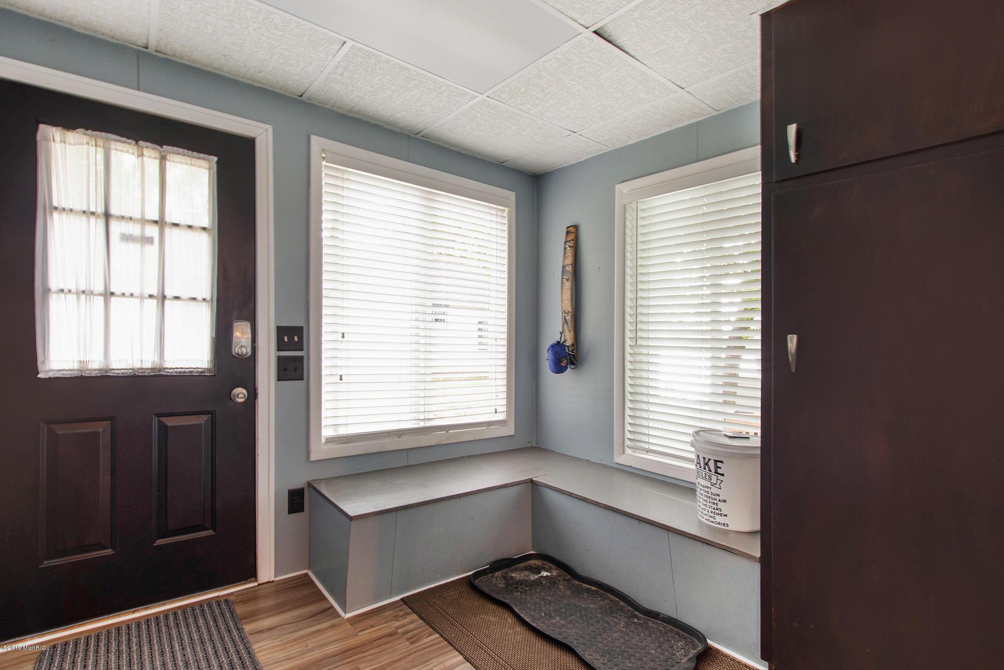 Mud room - entry