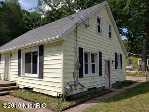 16589 Oakum Avenue NE, Sand Lake, MI 49343