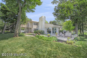 3 Miles from St. Joseph Downtown! Views of Lake Michigan from most rooms of this fantastic modern home.