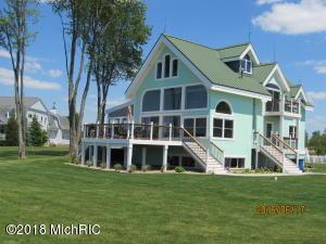 653 Lakeshore Drive, South Haven, MI 49090