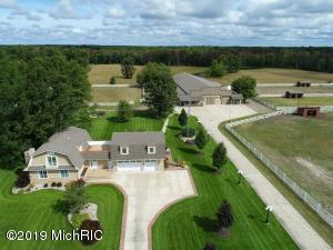 212 W Hoague Road, Manistee, MI 49660